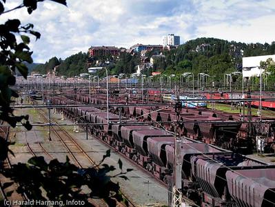 Rangerstasjon på LKABs område, Narvik. Lossing av jernbanevogner med jernmalm.