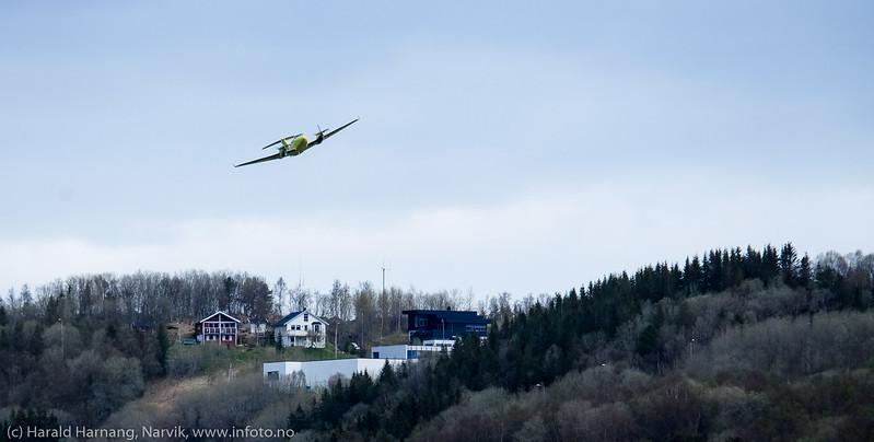 Ambulansefly fra Norsk Luftambulanse har tatt av fra Narvik lufthavn Framnes. 13. mai 2016.