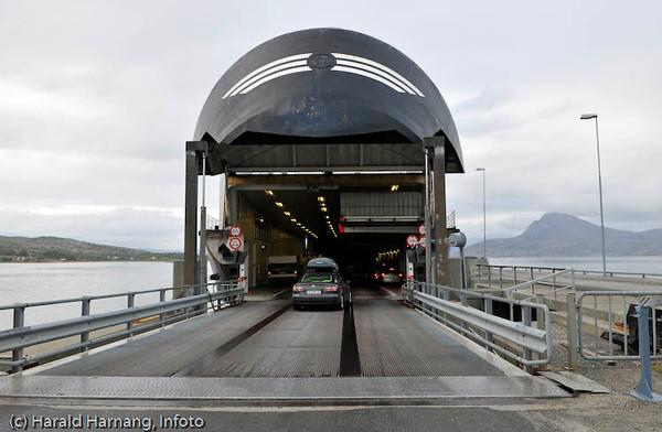 Bognes fergeleie på E6, sørsiden av Tysfjorden. Ferge mellom Bognes og Lødingen.