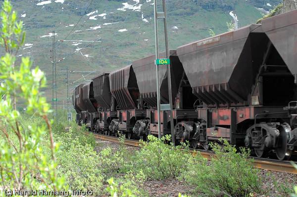 Malmtog på Ofotbanen. Foto ved Katterjåkk stasjon.