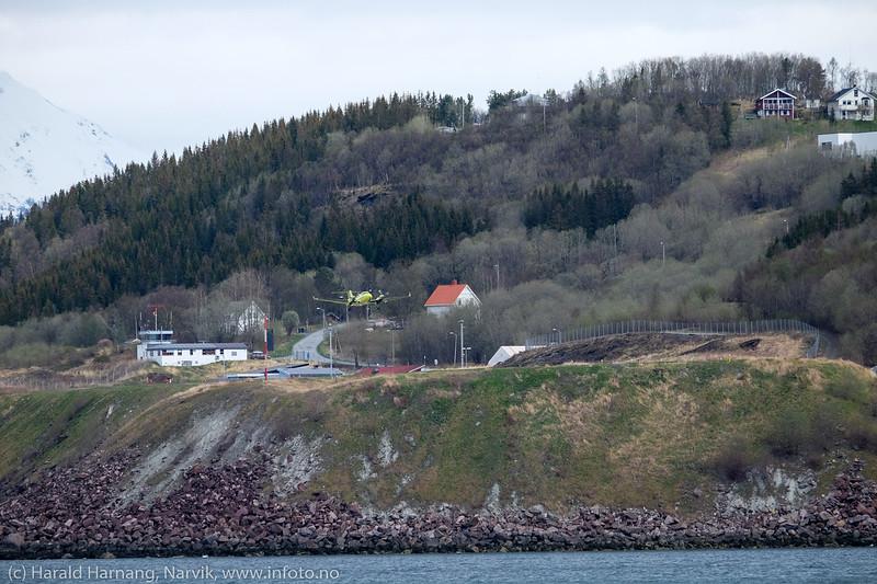 Ambulansefly fra Norsk Luftambulanse på Narvik lufthavn Framnes. 13. mai 2016.