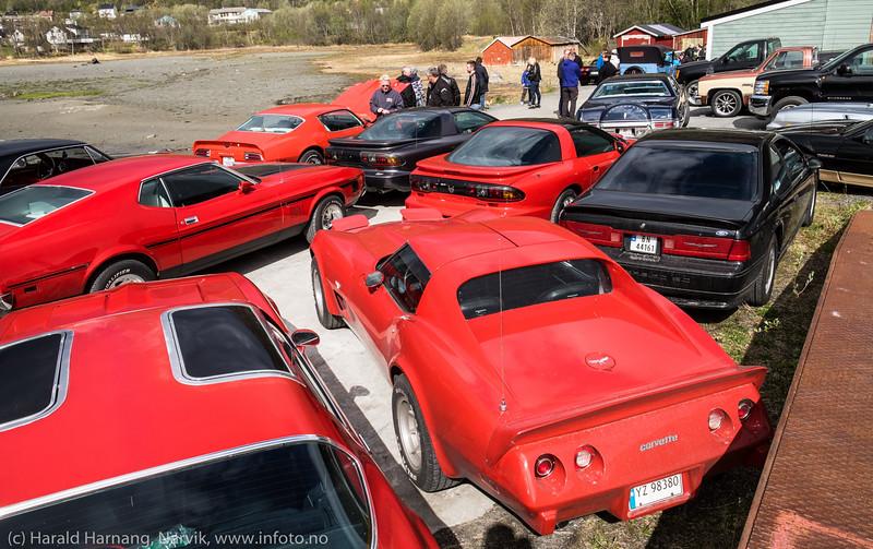 Bilentusiaster fra regionen viste frem sine doninger på Kvitsandøra 14. mai 2016.