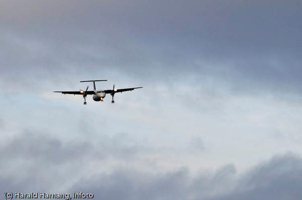 Widerøe inn for landing på Narvik Lufthavn, Framneslia.
