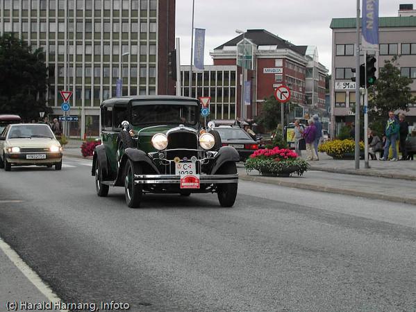 Veteranbilstevne i Narvik. Foto i Narvik sentrum.