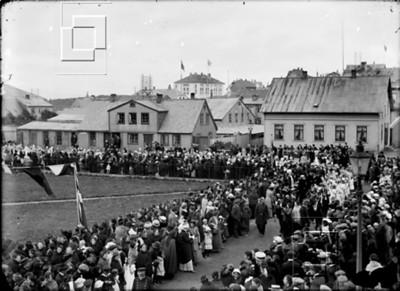 1915-kvenfrelsihlaidðhátíðl-posthusstr11-13-mao61