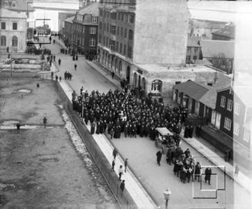 1919-posthusstr_líkfylgdGuðmdskolaskalds-OskarGislason