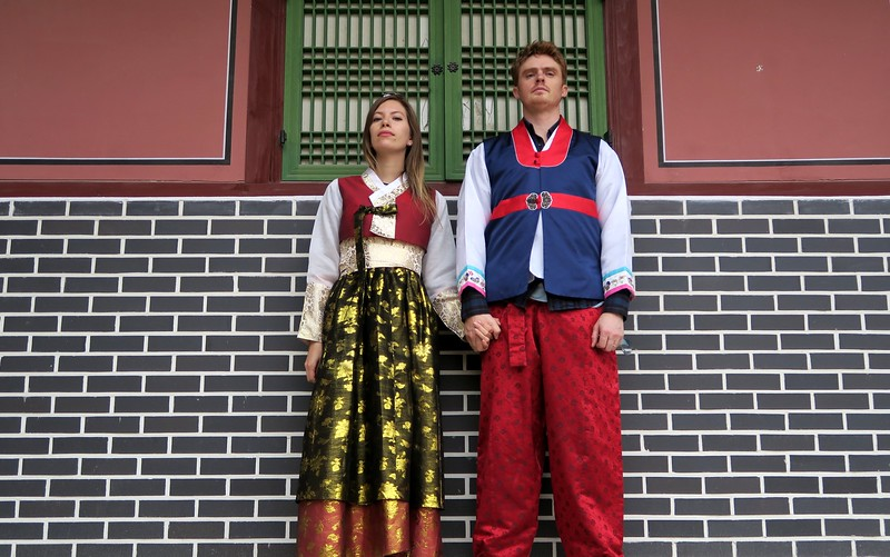 Dressing up in hanbok in Seoul gives you free admission to the palaces.