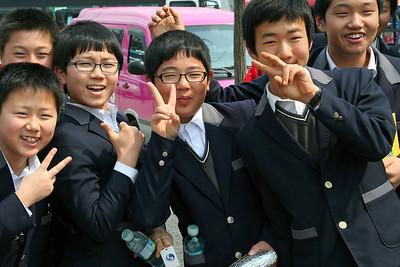 Korean Kids Are So Friendly