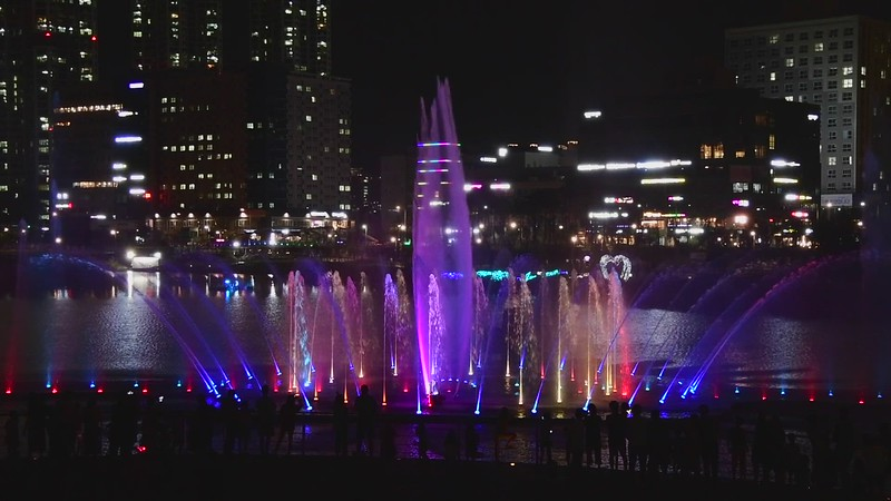 Cheongna Lake Park water fountain light show (Incheon)