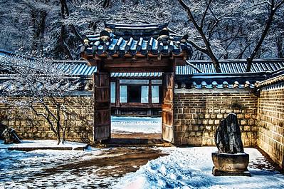 2014-02-09_Biwon_Court_QuartersGate_Horiz-HDR-8086-