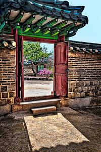 2016-04-08_Changdeok-gung_SeongjeonggakGate_AuroraHDR8193-2