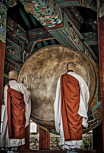 20130519_Heinsa_2Monks_Drumming-mixed-9276