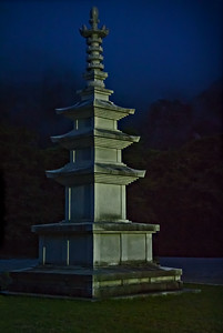20130519_Korea_Haeinsa_Museum_Night_Pagoda-9568