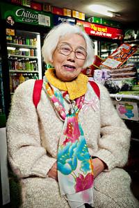2012-03-03_Seoul_Gyedong_SuyeonHomeMart_Halmoni-8704