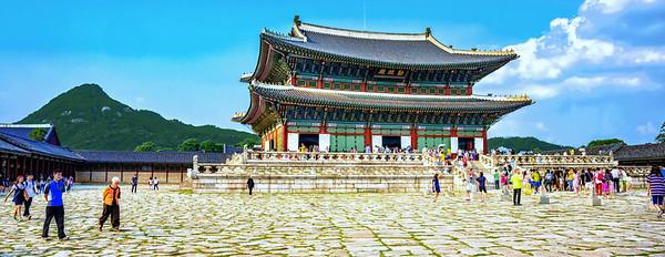 2015-08-29_Gyeongbog-gung-Geunjeongjeon-6896-Pano