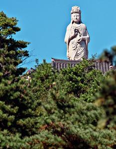 2010-10-14~16_Korea_Sokcho-4538Naksansa_Bodhisattva_Statue