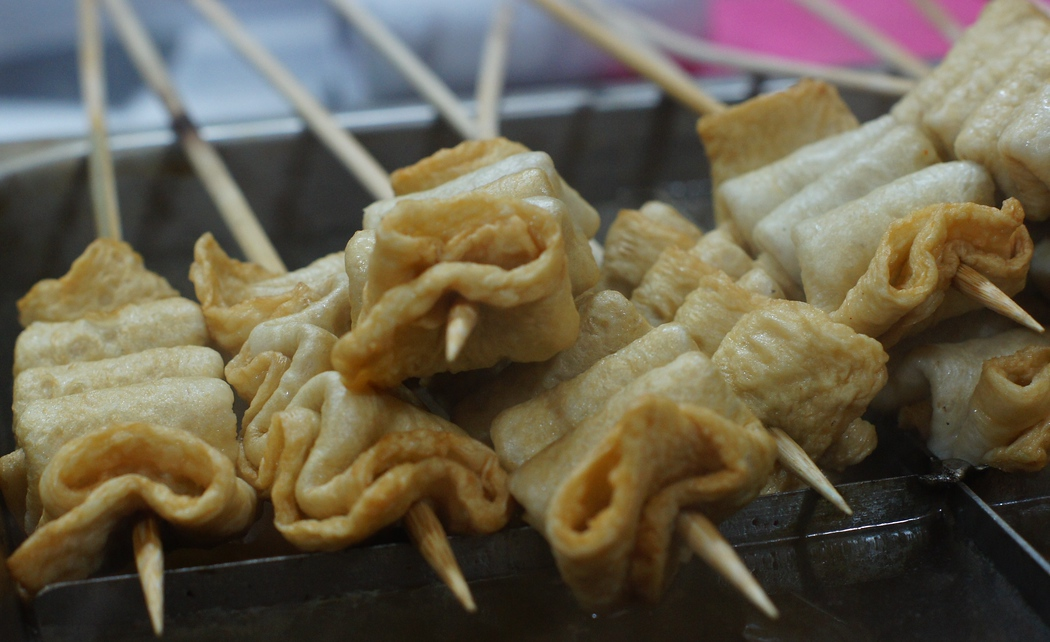 A photo of the popular Korean street stall snack food Odeng (오뎅) - fish cakes on a skewer.  Travel photo from my Korean food gallery.