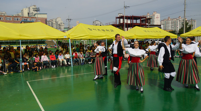 "<a href=""http://nomadicsamuel.com"">http://nomadicsamuel.com</a> : Photos of a Spanish Folk Festival and Cultural Music performance at Yangjin Elementary School in Anseong, Gyeonggi-Do, South Korea."