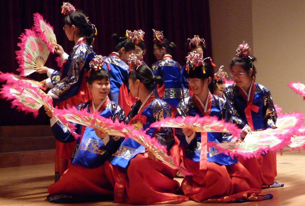http://nomadicsamuel.com : Daily travel photo of some former Korean students performing a traditional Korean fan dance during the winter performance festival.