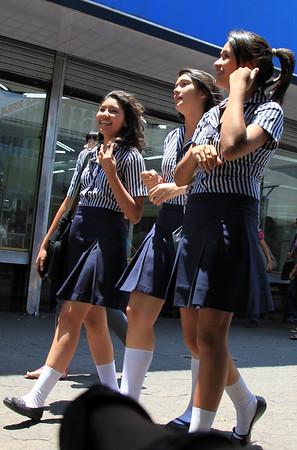 Uczennice chodza w mundurkach