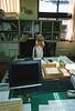 L'un des moines responsables du Senshu-Gakuin à son bureau. Koya San/Ile de Honshu/Japon