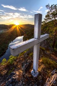 Kříž nad řekou 2