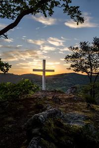 Kříž nad řekou