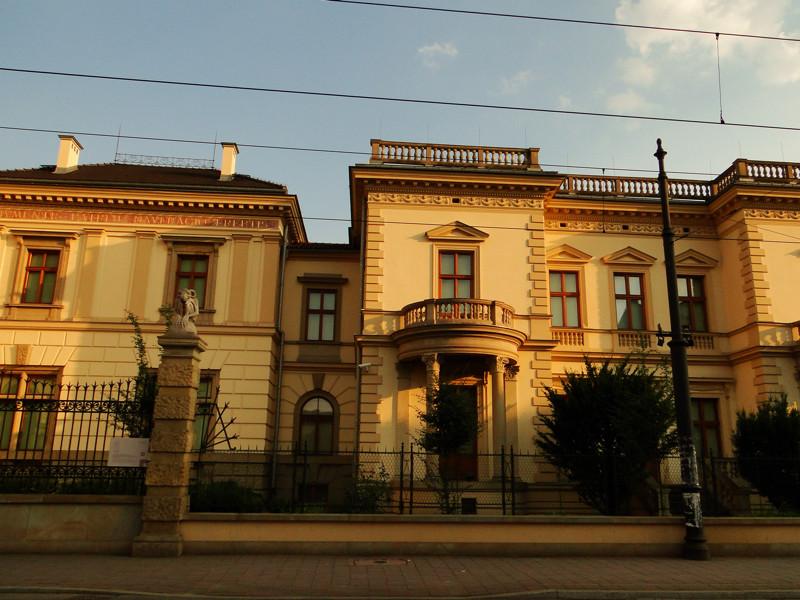 Emeryk Hutten-Czapski Palace