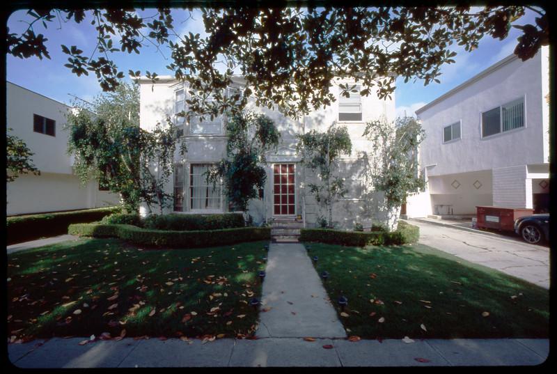 Multiple Dwelling Units (MDUs) on Bedford Avenue, Los Angeles, 2005
