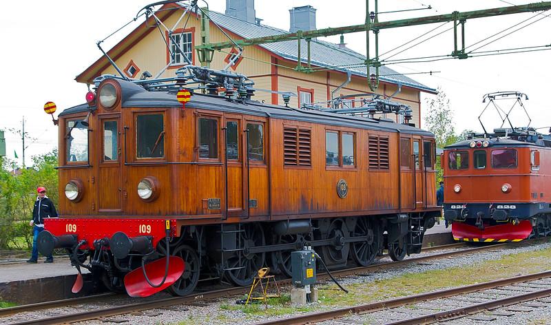 Swedish engine DA with F behind