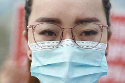 2021 оны долдугаар сарын 9.Талбай дээр жагсаж буй эмч нарын төлөөлөл мэдээлэл хийлээ.ГЭРЭЛ ЗУРГИЙГ Д.ЗАНДАНБАТ/MPA