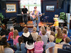 VU, barneforestilling på Hurtigruta (ved kai). Kai Kiil band spiller.