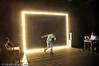 Vinterfestuka 2008. Performance art: Kunstneren Jean Lambert-Wild viser hvordan det er å møte veggen. Le Mur heter forestillingen. Poesi, performance, og effekter. Og en overraskende slutt.