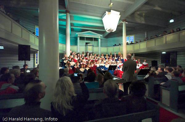 Konsert Ankenes kirke, 21. oktober 2007. Kine Ludvigsen med lokale kor.