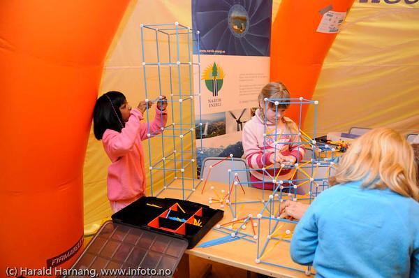 Newtonteltet i elektrobygget/NSB, VU09. Her fikk barn og ungdom et lite gløtt inn i teknologiens verden.