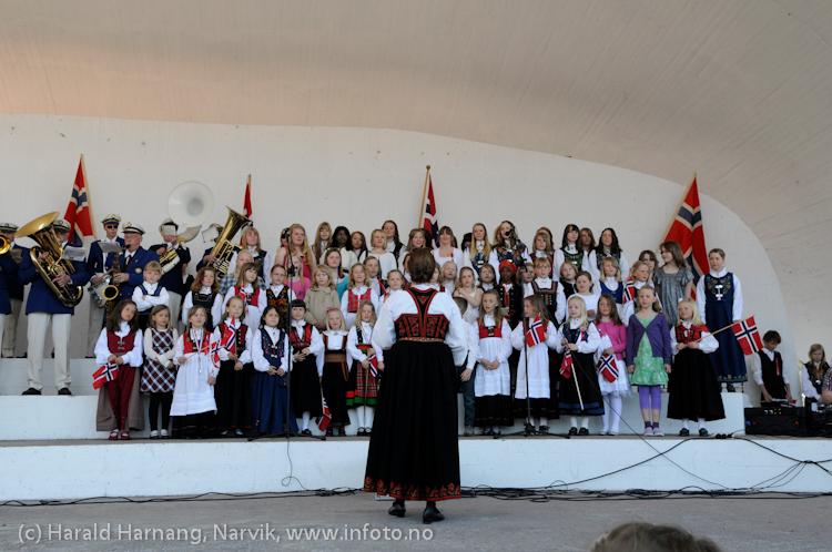 17. mai 2009: Narvik skolekor.