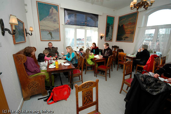 Kafe på museet, med inventar fra gamle Kaffistova. Ofoten Museum, foto fra utstillinger under Vinterfestuka 2006.