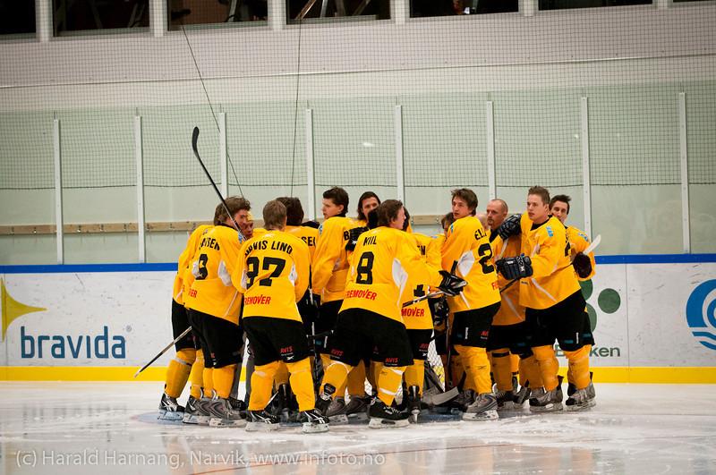 Peptalk før kampstart. Kamp Nordkraft Arena, Narvik, 26. november 2011. Narvik vant 17-2.