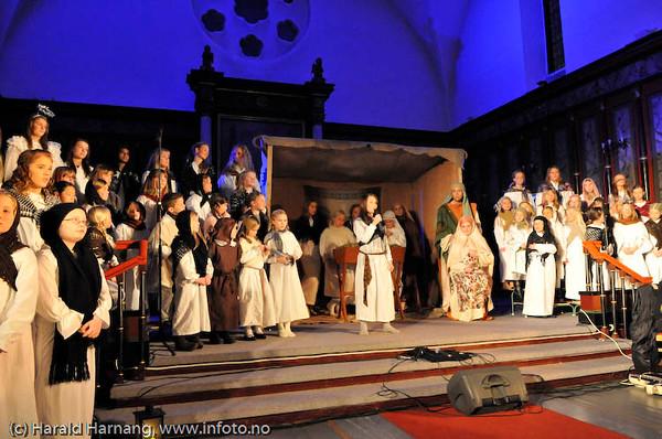 Narvik skolekor: Like til Betlehem. Konsert i  Narvik kirke 7. desember 2008. Dir: Marit Lamvik.
