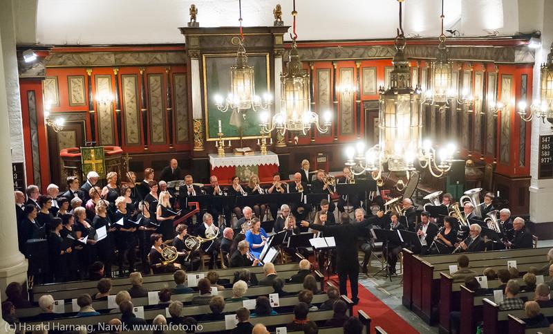 Nyttårskonsert i Narvik kirke. Medv. LKAB musikkorps og Sangvirkelaget.