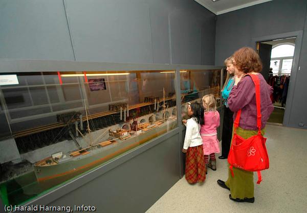 Modell av den gamle malmkaia med utskipningsanlegg. Ofoten Museum, foto fra utstillinger under Vinterfestuka 2006.
