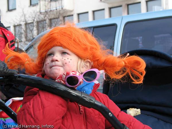 Vinterfestuka, utkledte barn.