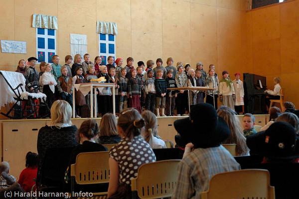 Fra skoleforestilling ved Skistua skole under Vinterfestuka.