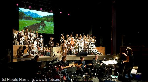 """Forestillingen """"For et fe"""", Narvik Skolekors 15 års-jubileumsforestilling på Folkets Hus, Narvik, november 2008. Dir: Marit Lamvik."""