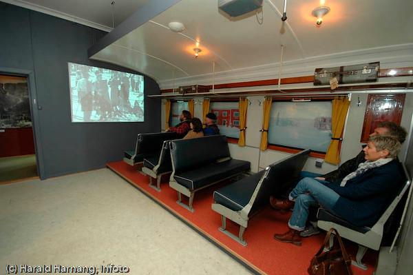 """En """"halv"""" togkupe er bygget opp, og her vises film fra og om Ofotbanen. Ofoten Museum, foto fra utstillinger under Vinterfestuka 2006."""