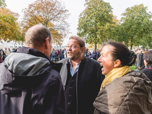 Enthüllung des Denkmals für den Mundart-Autor Ernst Elias Niebergall auf dem Wilhelminenplatz Darmstadt am 24. Oktober 2015