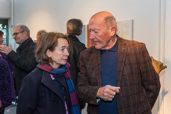 """Vernissage """"Gerd Winter - Bildstrukturen und Farbgewebe/Neue Bilder und Walter Schembs - Holz, Figur und plastische Präsenz/Neue Holz- und Bronzeskulpturen"""", Galerie Netuschil Darmstadt, 19. November 2017 (Foto: Christoph Rau)"""