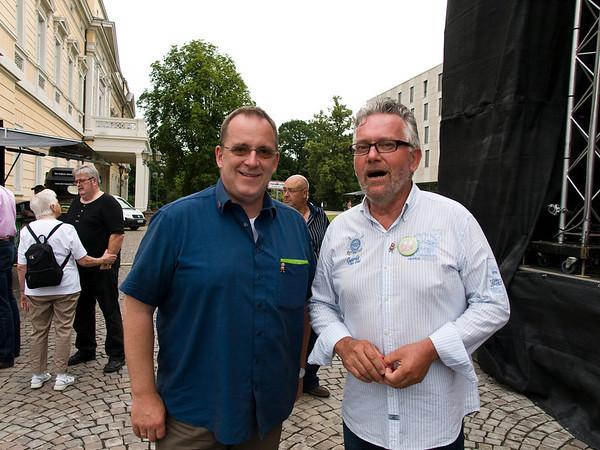 """Eröffnung des 62. Darmstädter Heinerfestes am 28. Juni 2012 in der """"Heiner-Arena"""" auf dem Karolinenplatz, Ulli Emig (links) und Reiner Engel"""