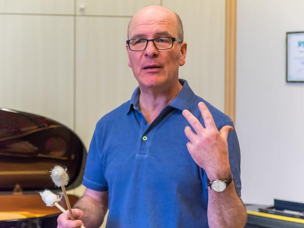 Workshop mit Stephan Froleyks: Interpretations- und Improvisationskurs Neue Musik - Und jetzt Alle!  (70. Frühjahrstagung des INMM Darmstadt: Body sounds. Aspekte des Körperlichen in Neuer Musik)