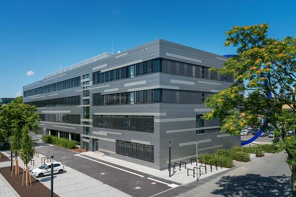 Neubau Chemie- und Biotechnologie der Hochschule Darmstadt (CuB), Außenaufnahme von Südosten (retuschiert) (Foto: Christoph Rau)